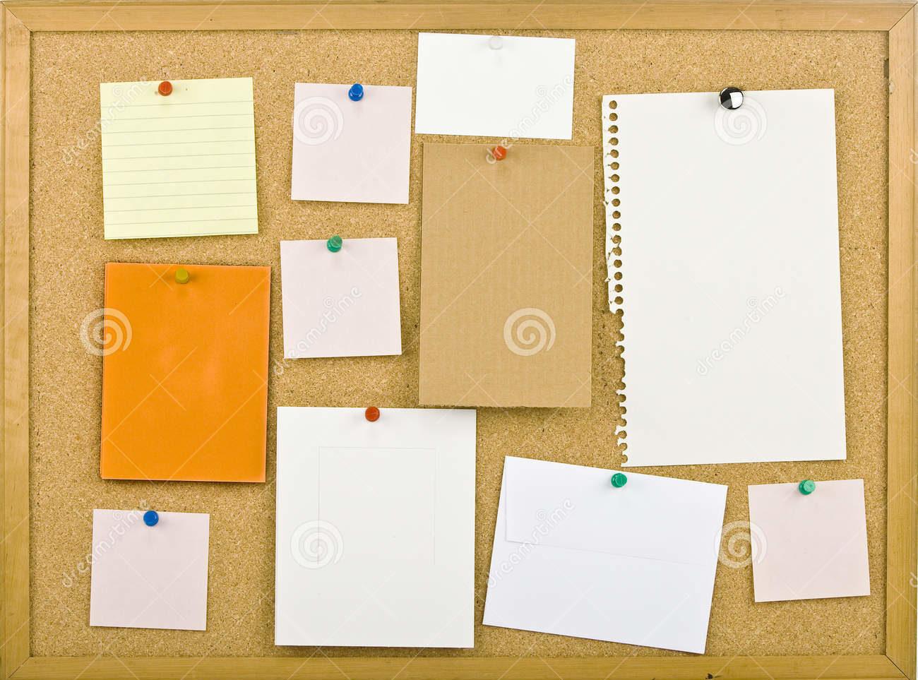 tableau-d-affichage-de-liège-avec-des-notes-16423274.jpg